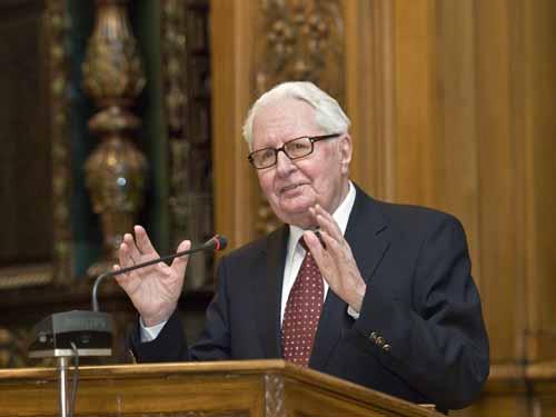 Hans-Jochen Vogel hält einen Festvortrag im Großen Rathaussaal